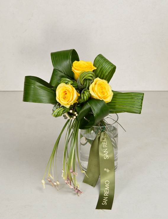 KNOTTED YELLOW WITH VASE