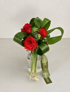 KNOTTED RED WITH VASE