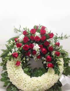WHITE AND RED CLASSIC WREATH
